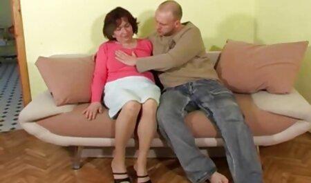 Dáng đàn ông phimsec ba gia lớn với một NỮ và cô bạn gái trẻ